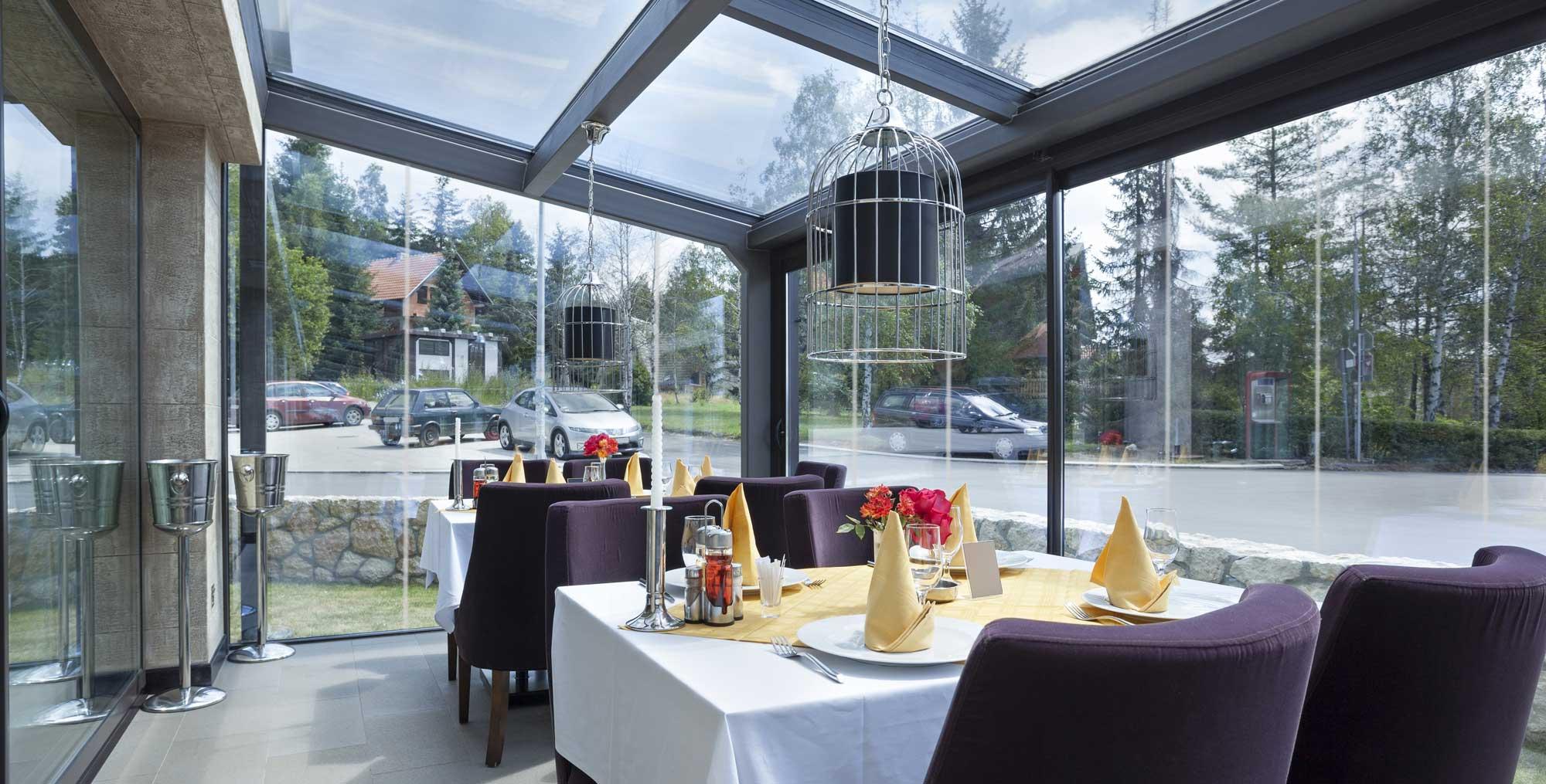 Cortinas de cristal en marbella visuallglass for Cerramientos de cristal para terrazas