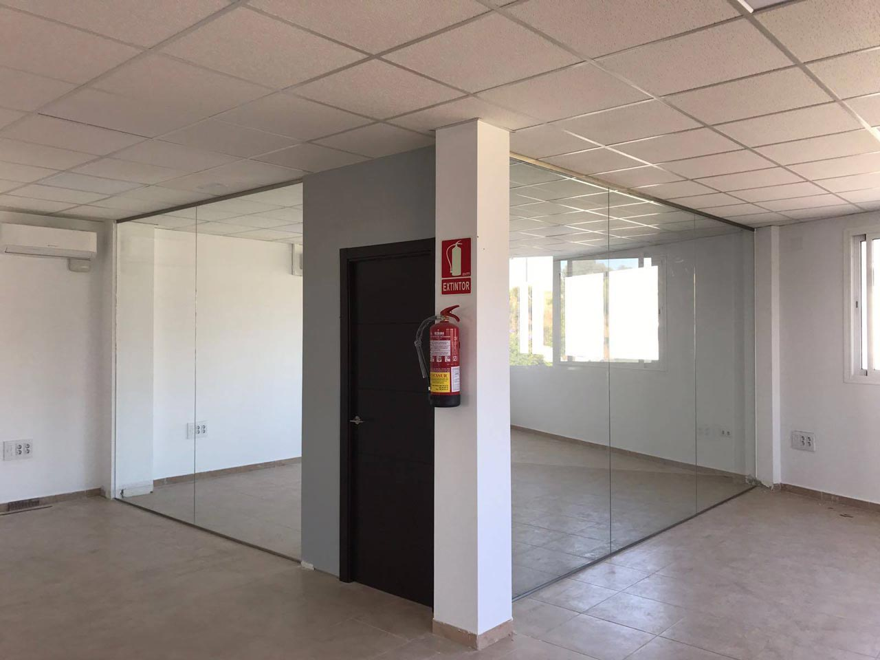 C mo separar espacios con cortinas de cristal - Cortinas para oficinas ...