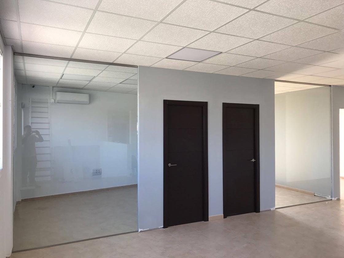 Cortinas de cristal para crear oficinas